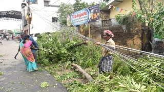 Photo: 11 killed as Cyclone Gaja ravages Indian coast