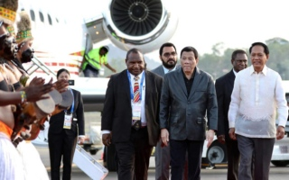 Photo: Philippines' Duterte to cut short APEC trip, officials say