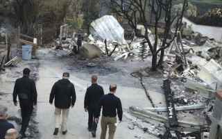 Photo: Death toll rises to 76 in California fire with winds ahead
