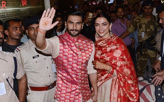 Photo: Newlyweds Ranveer and Deepika return to Mumbai