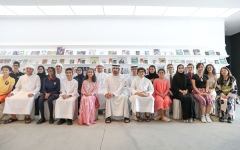 Photo: Hamdan bin Mohammed meets students of Dubai schools