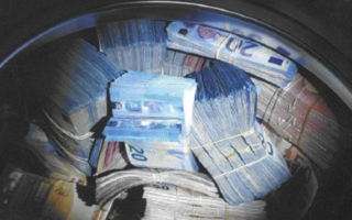 Photo: Money laundering: Dutch police find cash in washing machine
