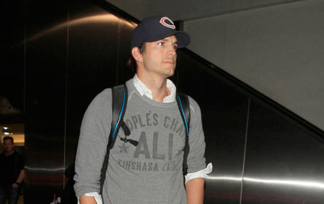 Photo: Ashton Kutcher makes his son walk outside Ellen Degeneres' house
