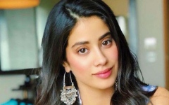 Photo: Janhvi Kapoor gets her first award