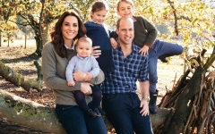 Photo: Prince William and Kate release family xmas card