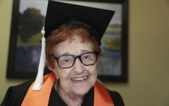 Photo: Not into bingo, 84-year-old Texas woman gets college degree