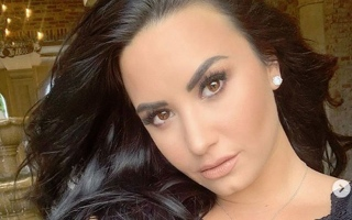 Photo: Demi Lovato is engaged