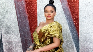 Photo: Rihanna collects Fashion Award on behalf of Fenty