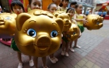 Photo: Asia greets year of the pig, farewells the dog
