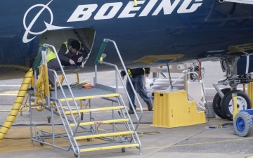 Photo: US aviation regulator says Boeing hasn't submitted 737 MAX fix