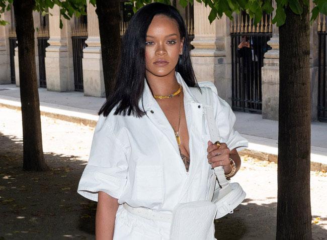"Photo: Rihanna trolls fans with ""No More Music"" Fenty t-shirts"