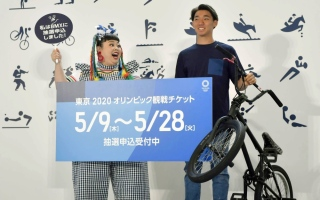 Photo: Japanese rush to buy Tokyo Olympic tickets on first day