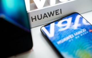 Photo: Two Japanese carriers postpone release of Huawei phones