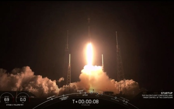 Photo: SpaceX launches first satellites of its internet network