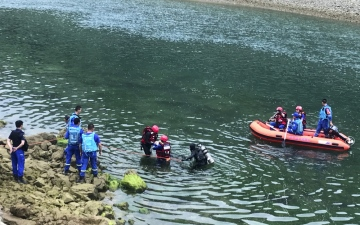 Photo: Boat capsizes on southwest China river, 10 dead, 8 missing