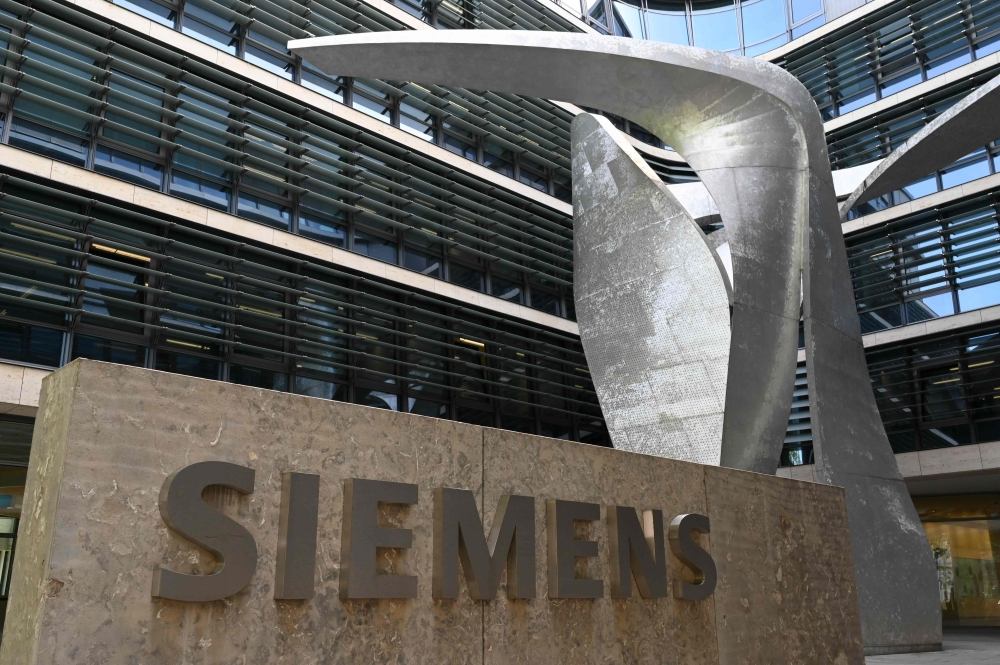 Germany's Siemens announces 2,700 job cuts - Emirates24|7