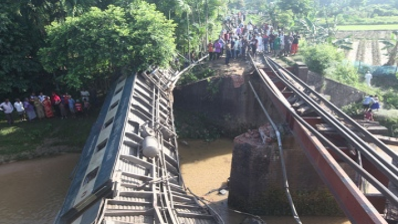 Photo: Train crash kills 4, injures at least 65 in Bangladesh