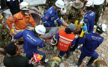 Photo: 7 people, including Chinese, charged over Cambodia building collapse