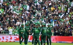 Photo: Pakistan rock New Zealand top order in World Cup clash