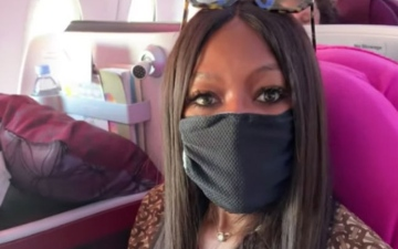 Photo: Naomi Campbell disinfects seat when she flies