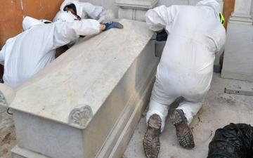 Photo: Vatican mystery over missing girl deepens as bones are found