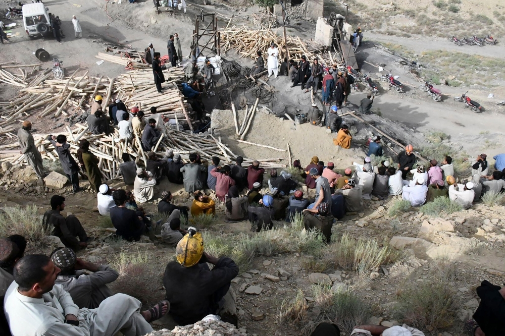 Photo: One survivor, nine bodies pulled out of Pakistan mine