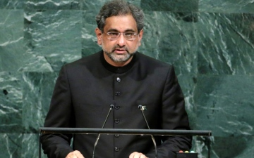 Photo: Pakistan ex-PM Abbasi arrested by anti-corruption officials