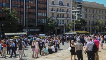 Photo: Panic as strong quake shakes Athens