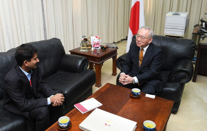 السفير الياباني في الإمارات، أكيهيكو ناكاجيما يتحدث إلى وكالة أنباء الإمارات