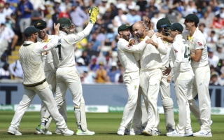 Photo: Australia takes early England wicket on last day of 1st test