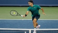 Photo: Federer, Djokovic advance as Serena pulls out in Cincinnati