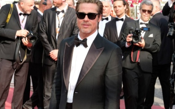 Photo: Brad Pitt finds fame 'suffocating'