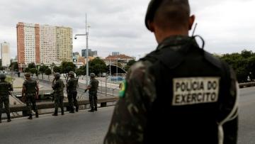 Photo: Brazil bus hijacker shot by police