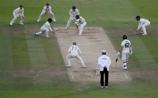 Photo: England bowl against Australia in third Ashes Test