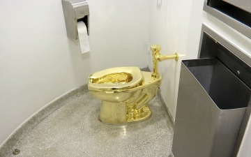 Photo: Solid gold toilet stolen from Winston Churchill's birthplace