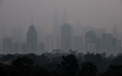 Photo: Haze closes Malaysia schools, sparks fears for Singapore