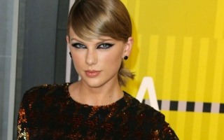 Photo: Taylor Swift slams 'two-faced' Kanye West
