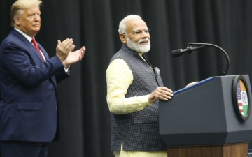 Photo: India's PM Modi, Trump vow to fight terrorism at mass rally for Indian-Americans