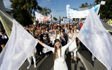 Photo: Tens of thousands march for ban on abortions in Slovakia