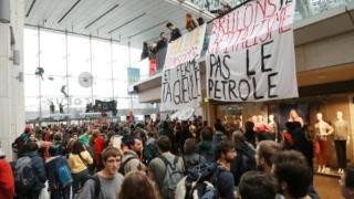 Photo: Paris climate activists kick off global Extinction Rebellion protests