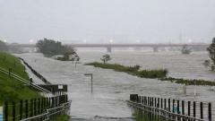 Photo: Ten killed, 16 missing after fierce typhoon hits Tokyo