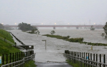 Photo: Ten killed, 16 missing after fierce typhoon hits Tokyo