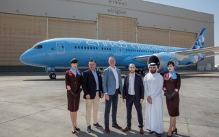Photo: Etihad Airways unveils Manchester City Football FC livery on new Dreamliner
