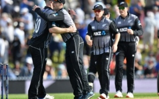 Photo: England collapse to give New Zealand T20 series lead