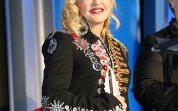 Photo: Man sues Madonna for delaying concert start time
