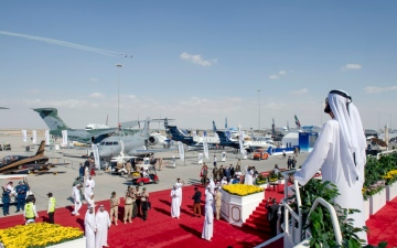 Photo: Mohammed bin Rashid, Mohamed bin Zayed watch aerial displays at Dubai Airshow