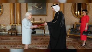 Photo: Queen Elizabeth II receives credentials of UAE Ambassador