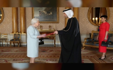 Photo: Queen Elizabeth II receives credentials of UAE Ambassador