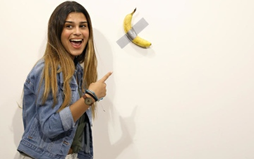 Photo: Man eats $120,000 piece of art - a banana taped to wall