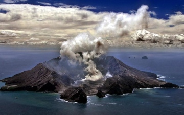 Photo: Several injured as White Island volcano in New Zealand erupts